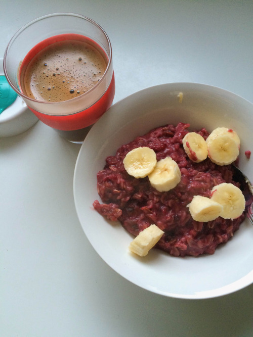 Berry oats and coffee