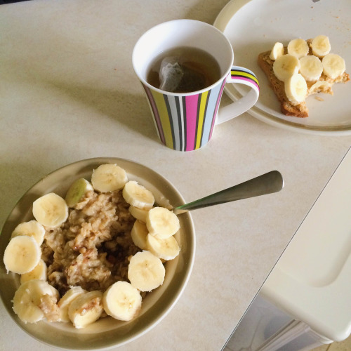 Oats with banana and dates
