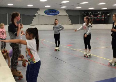 teaching-learn-to-skate-class